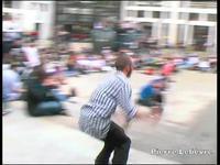 Voici un petit montage du Bling Bling Street contest 2009 à Nantes. Le montage est court, je manquais vraiment d'images, il y a eu tellement d'autres tricks/ chuttes.  J'ai donc fais avec ce que j'avais... C'est également mon 1er essai avec un log...