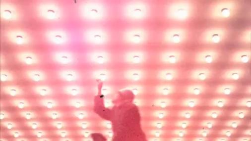 Miniatura del vídeo Röyksopp: 'Happy Up Here'