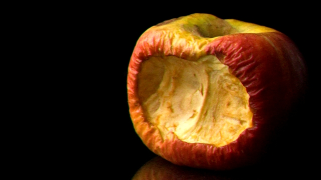 Thumbnail of video Ecological apple (experimental short)